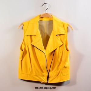Short jacket with zipper